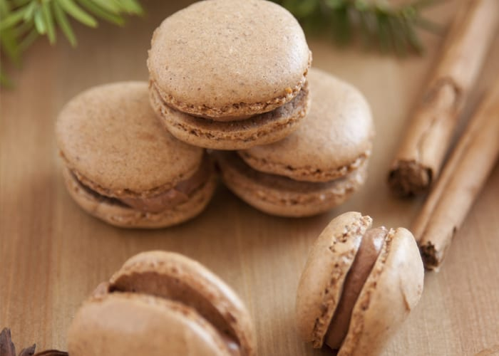 Gingerbread macaron trinkets