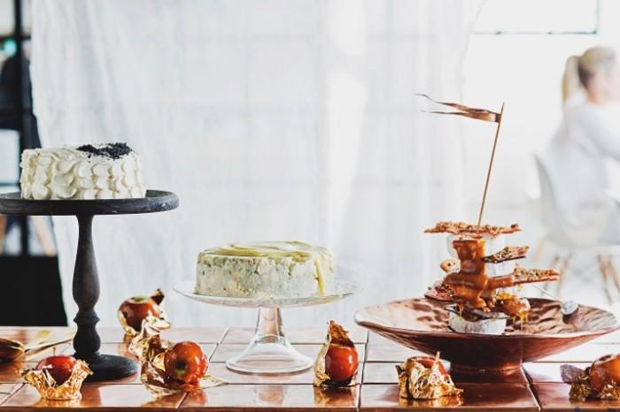 Gorgonzola cheesecake with white chocolate frosting 700x489
