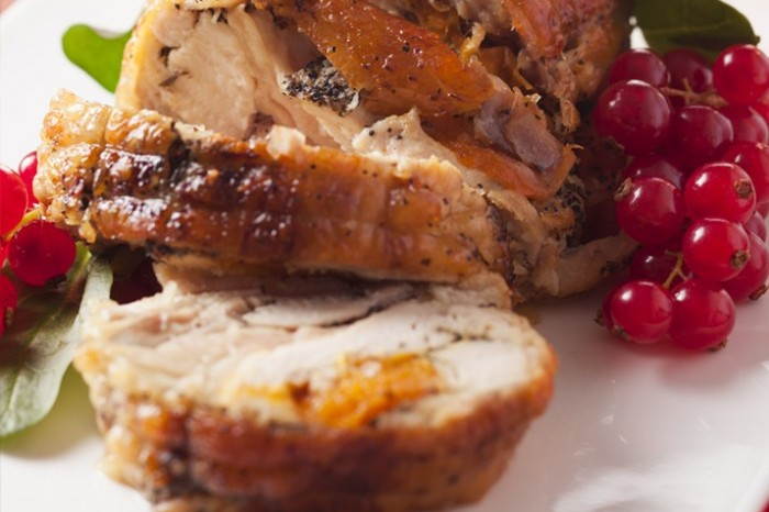Turkey roulade stuffed with gammon and spiced apples 700x489