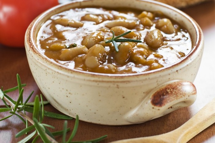 White Bean Mushroom and Asparagus pot 700x489
