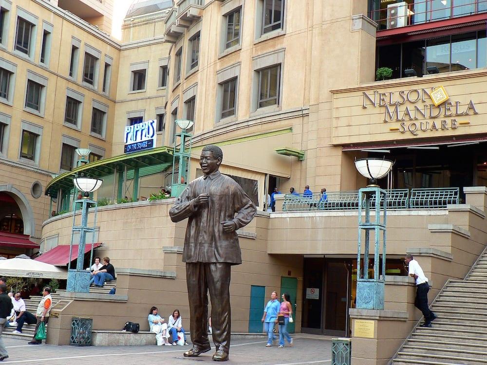 Johannesburg in One Day Nelson Mandela Square Shopping