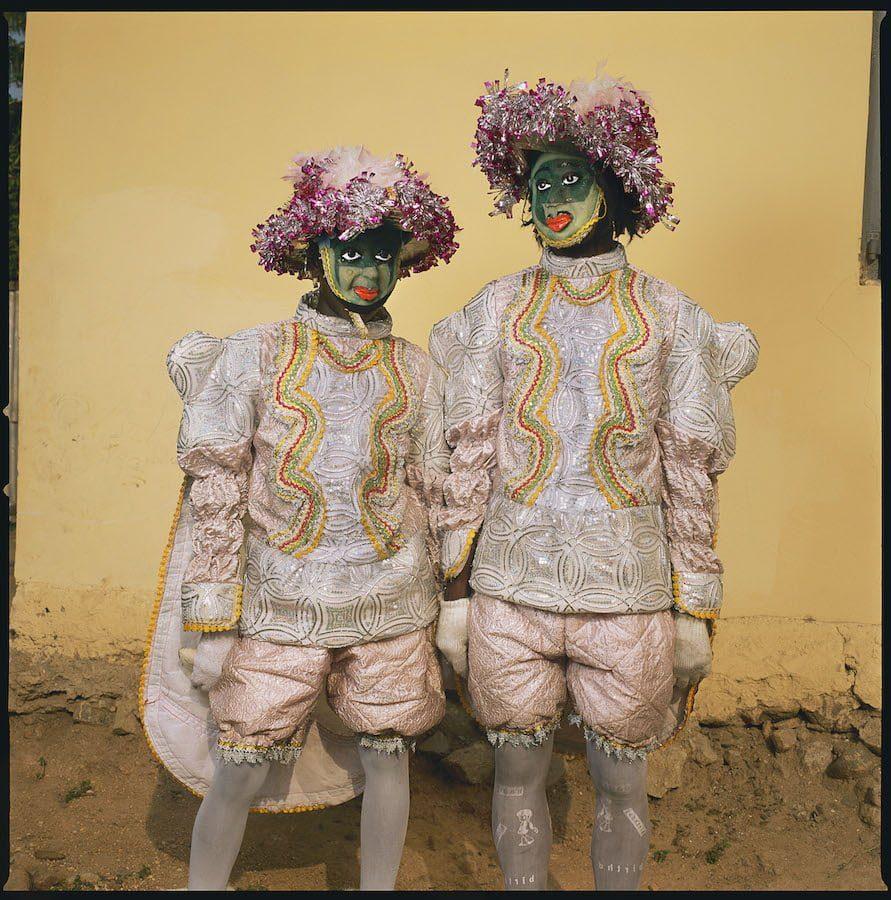 Phyllis Galembo Maske Two in a Fancy Dress